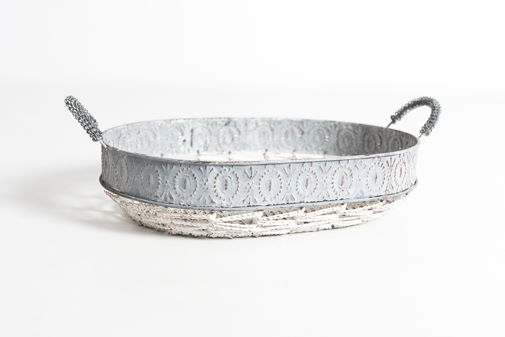 Bandeja metálica gris blanca ovalada