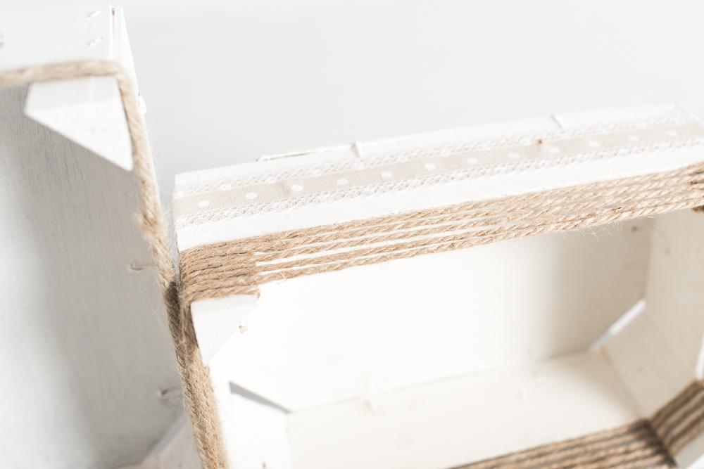 Cajas pequeñas blancas decoradas