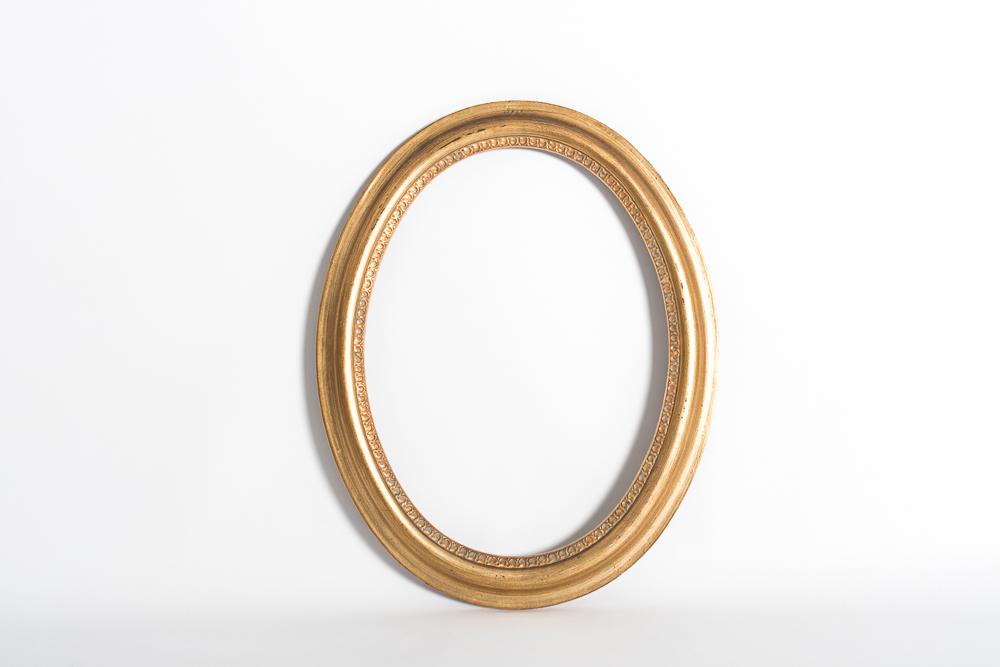 Marco ovalado dorado